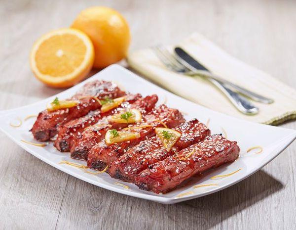 Iga babi panggang dengan jus jeruk