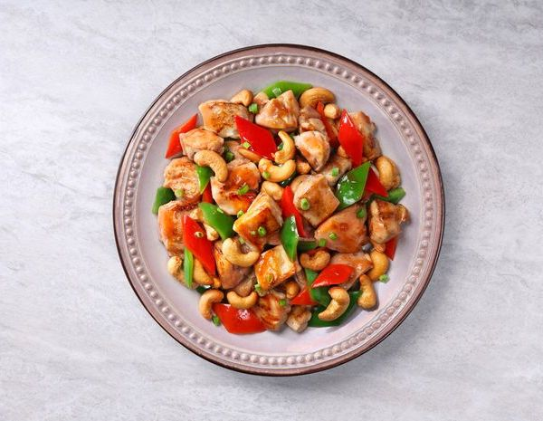 Tumis ayam dan kacang mede dengan saus Char Siu