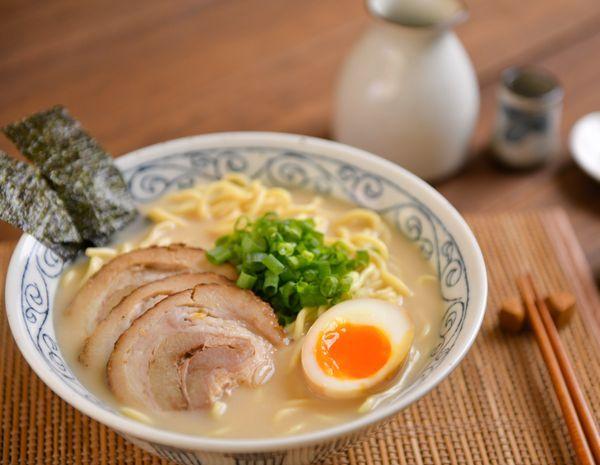 Ramen babi Jepang dalam sup