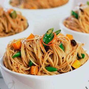 Linguini dengan Labu Panggang dan Saus Kacang Hitam Bawang Putih