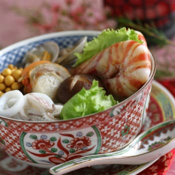 Assorted Seafood Hot Pot With Shrimp Sauce