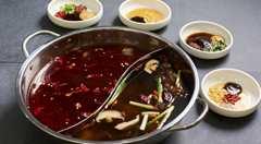 經典鴛鴦火鍋 - 鮮菌湯底和麻辣湯底
