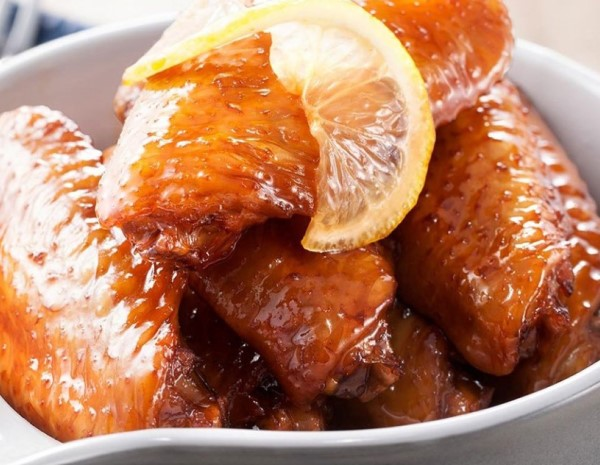Braised Chicken Wings with Lemon and Coke