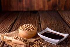 醬油由大豆、小麥發酵而成,是歷史悠久的調味醬
