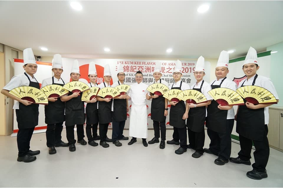 李锦记马来西亚希望厨师们与香港米其林星级大厨陈国强师傅合照