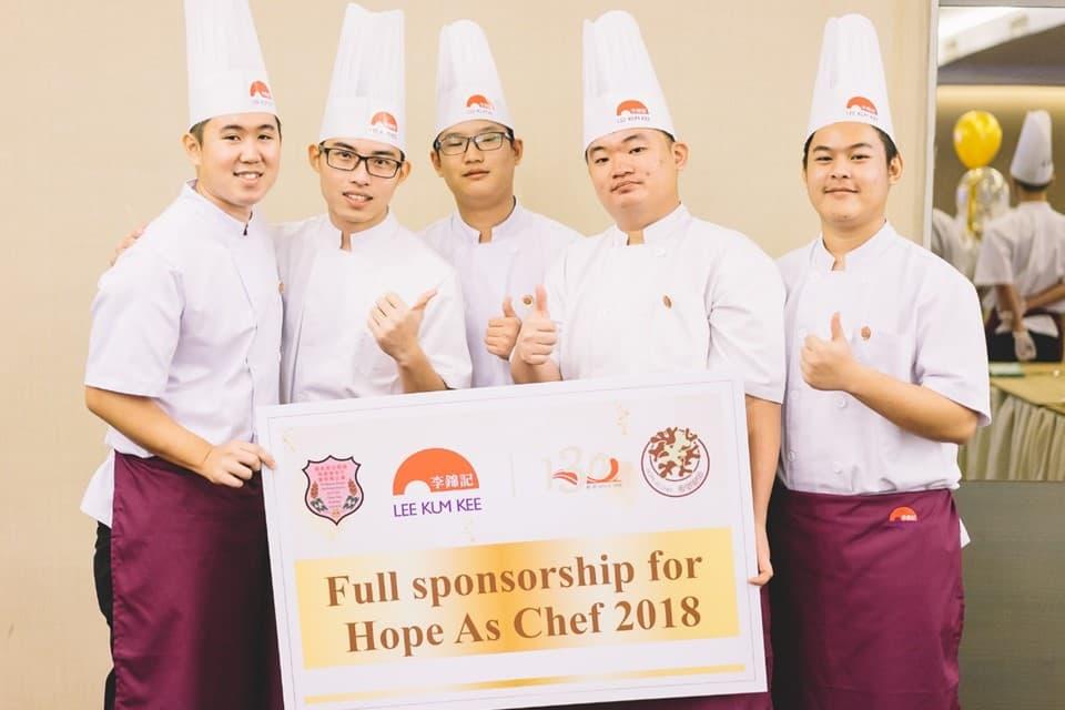 13名姑苏慎忠行厨师培训班的优秀生,将获颁发「希望厨师」奖学金接受八个月的厨艺培训。