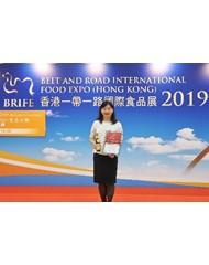 李錦記總裁–歐洲、大洋洲及潛力市場何婉霞女士代表領獎