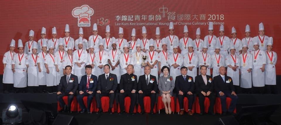 李錦記醬料集團主席李惠中先生與各評審和得獎者合照