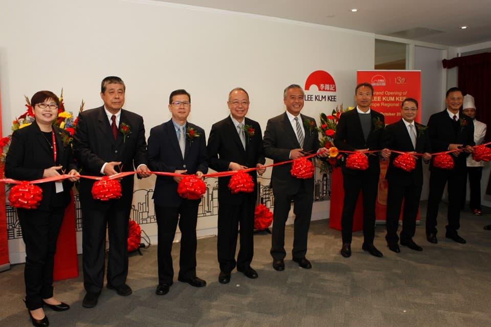 李锦记酱料集团主席李惠中先生与管理层出席开幕仪式