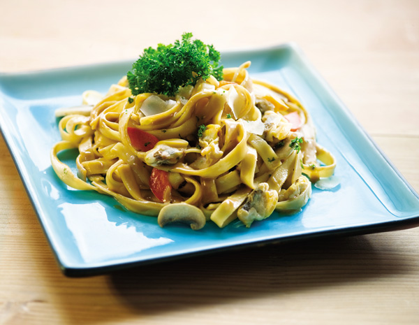 Fettuccine-with-Clam-Meat-and-Mushrooms600x465
