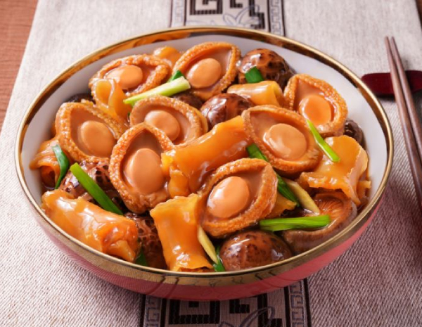 Braised Mushroom with Abalone and Fish Maw