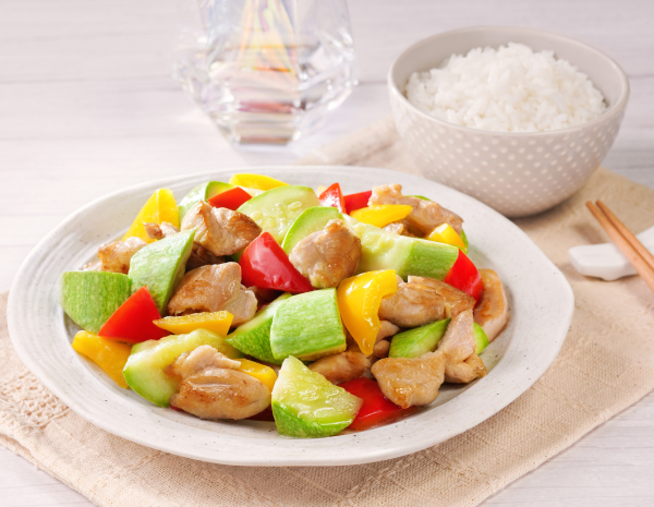 Stir-fried Zucchini and Capsicums with Chicken Fillet