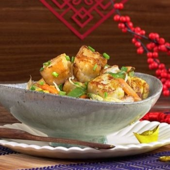 Stir-fried turnip cake with egg and vegetables