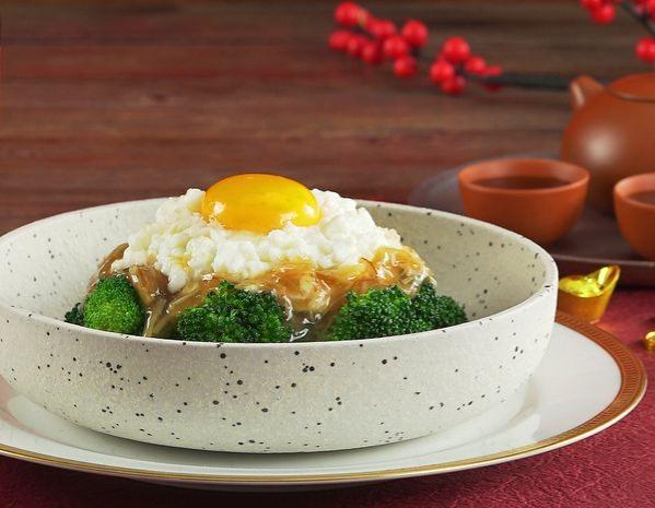 Tumis putih telur susu dengan daging kepiting