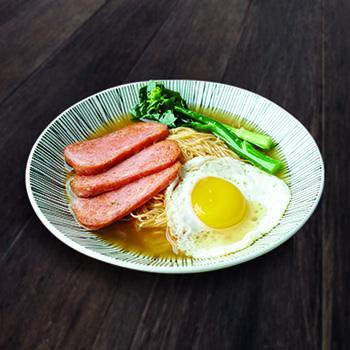 鮑魚雞湯餐蛋麵