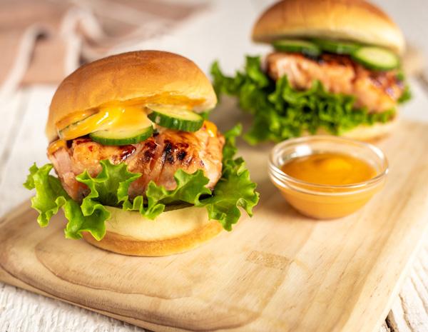 Recipe Salmon Burger with Sweet Chili Glaze