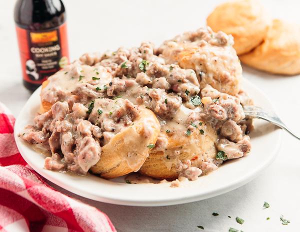 Recipe Sausage Gravy & Biscuits