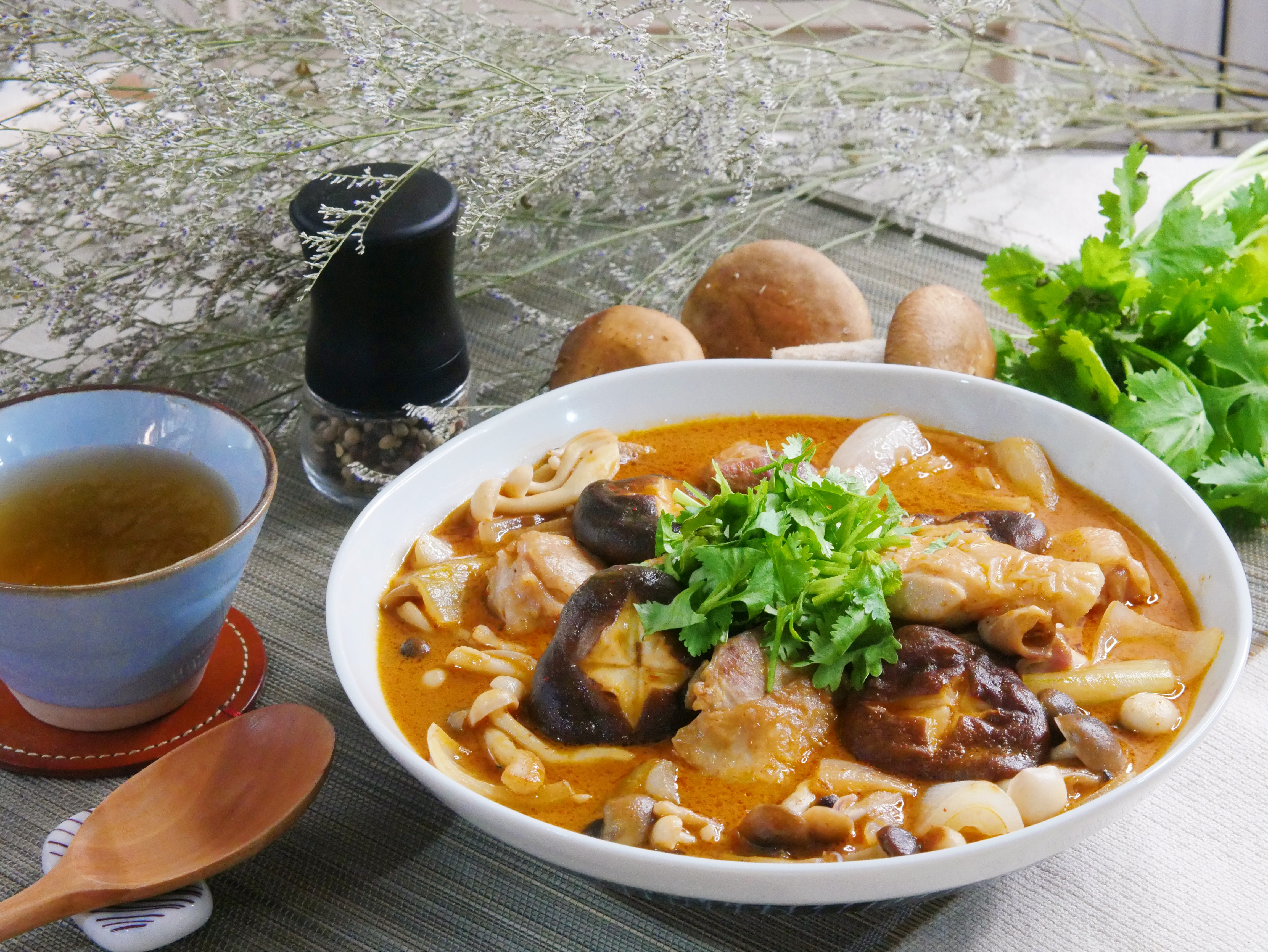 叻沙鮮菇燉雞腿